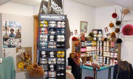Boutique spécialisée proposant des promotions au rayon laine sur des fils à tricoter été, des tissus au mètre et des articles de loisir à Albertville